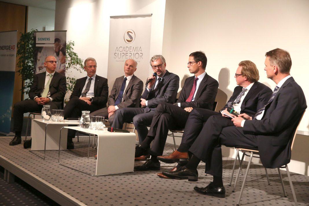 Gabriel Felbermayr, Gerhard Wölfel, Günter Kitzmüller, Michael Strugl, Stefan Doboczky, Michael Aschaber und Moderator Klaus Obereder am Podium
