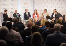 "Das Panel bei ""Alles Innovation"": Moderatorin Barbara Krennmayr, Burton Lee, Michael Strugl, Julia Eschelbeck, Johann Čas, Matthias Fink, Christoph Wurm"