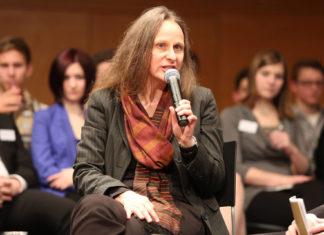 Dr. Beate Großegger ist wissenschaftliche Leiterin des Instituts für Jugendkulturforschung. Ihre Arbeitsschwerpunkte umfassen die Felder Soziale Exklusion, Jugend und Arbeitswelt, Jugend und Politik, Jugendkulturen und Lifestyle.