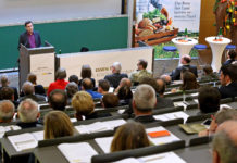 Ethnologist Prof. Dr. Marin Trenk (Goethe University Frankfurt/Main) talked about culinary globalisation [(c) Land OÖ/Stinglmayr]