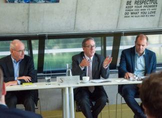 Foto 1: v.l.n.r.: Prof. Dr. Leopold Stieger (seniors4success), KommR Ing. Dr. Johann Grünberger (ehem. OÖ Ferngas), Mag. Christian Mayer (Business Upper Austria)