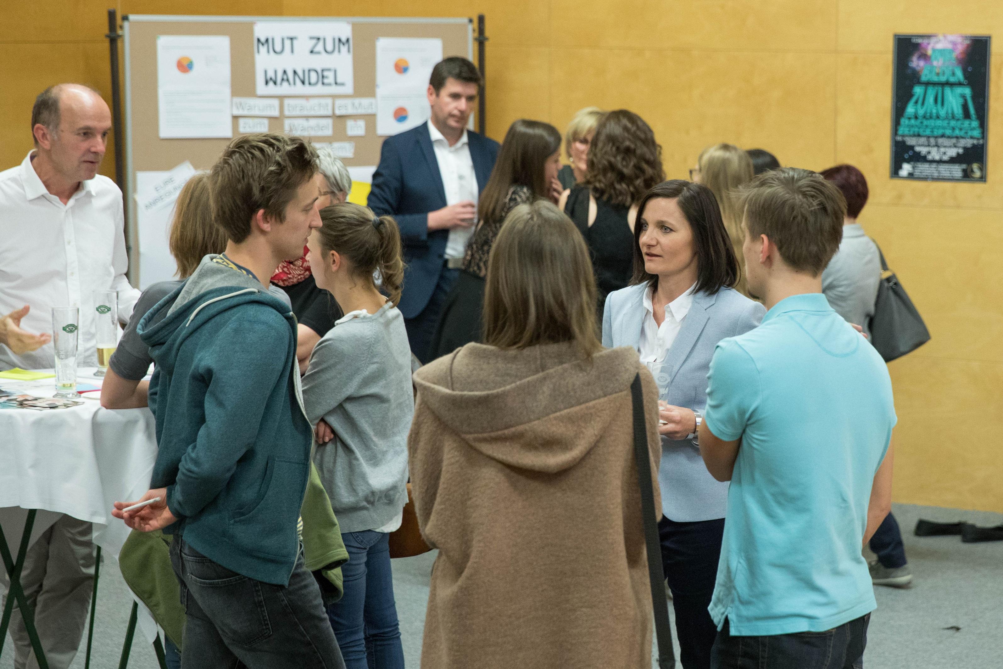 Foto 3: Marktplatz der Bildung