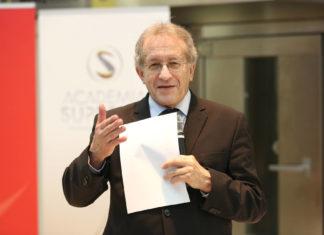 Helmut Kramer bei der Präsentation der Studie zur Generationenpolitik