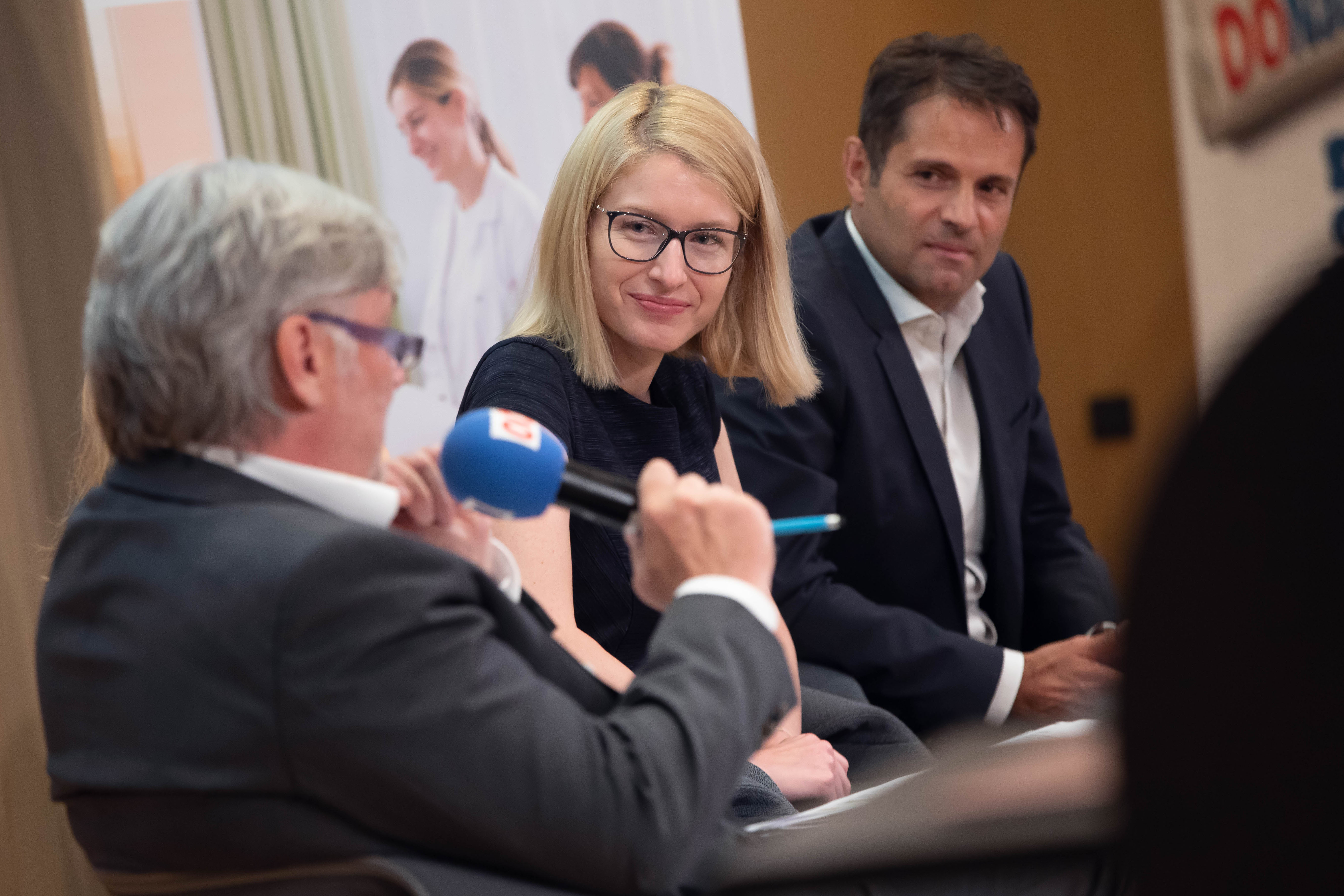 Foto 2: Mag. Raimund Kaplinger (die elisabethinen linz-wien), LH-Stv. Mag. Christine Haberlander (ACADEMIA SUPERIOR), Dr. Michael Heinisch (Vinzenz Gruppe).