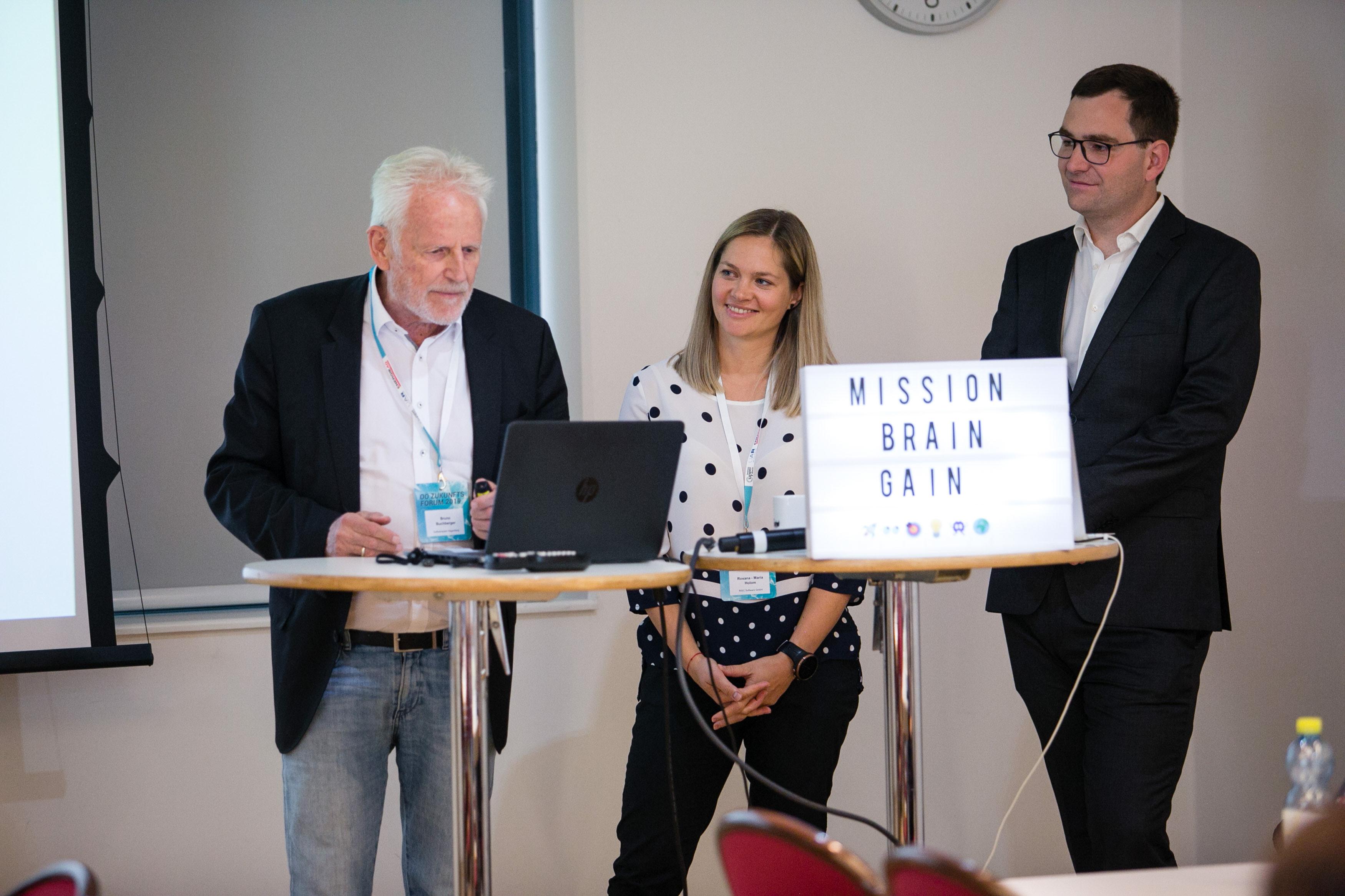 Foto 6: Bruno Buchberger, Roxana Holom und Endre Szasz-Revai