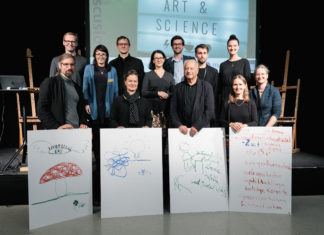 Foto 1: Gruppenfoto der Speaker*innen und des Organisationsteams von Crossing Art & Science No.3, Foto: vog.photo