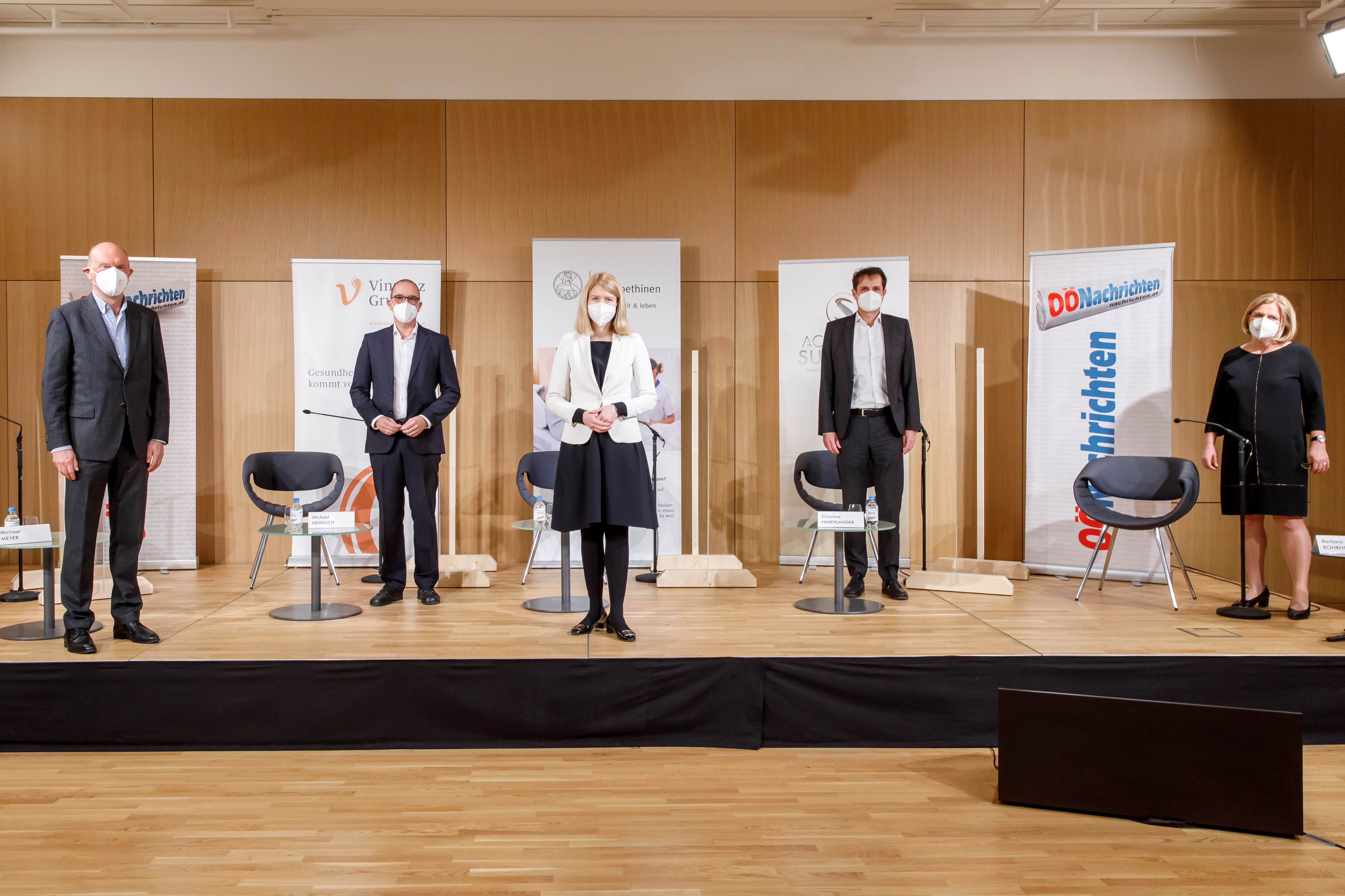 Foto 1 v.l.n.r.: Michael Meyer (WU Wien), Michael Heinisch (Vinzenz Gruppe), Oliver Rendel (elisabethinen linz-wien), Christine Haberlander (ACADEMIA SUPERIOR), Barbara Rohrhofer (OÖN)